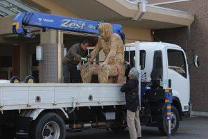 彫刻「おとこ」  木像作品が寄贈されました
