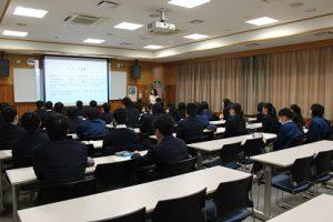 平成30年度 第12回 1学年オープンスタディー(理数科卒業生卒論発表会)が行われました
