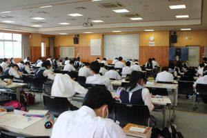 令和2年度理数科登校学習会が行われています